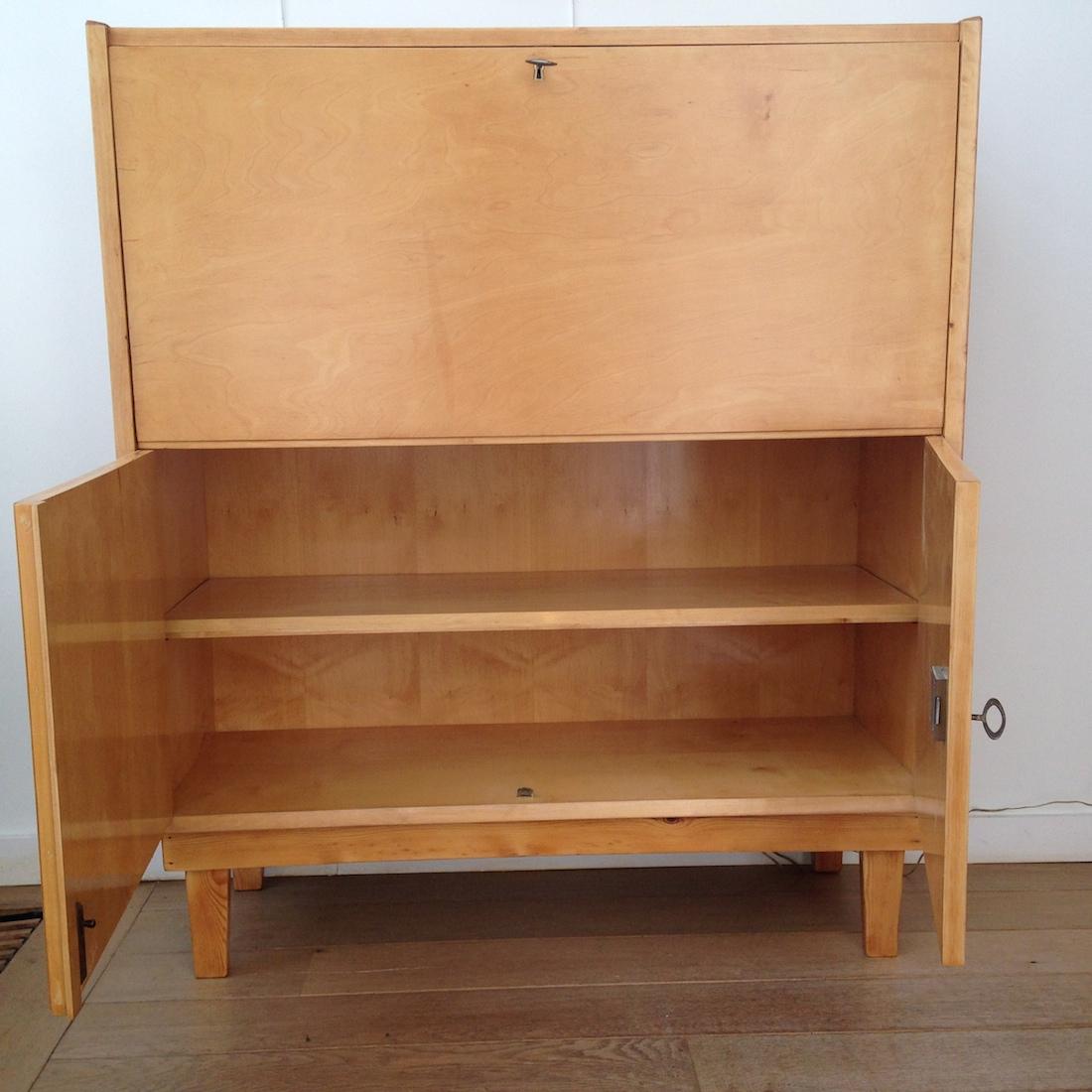 secr taire en bois clair la maison bruxelloise. Black Bedroom Furniture Sets. Home Design Ideas