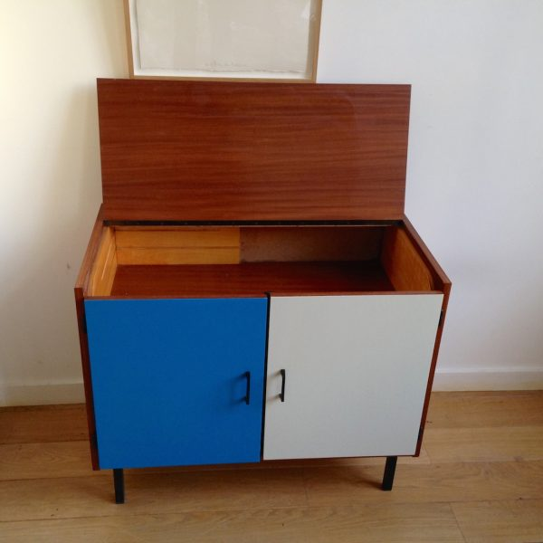 meuble hi fi la maison bruxelloise. Black Bedroom Furniture Sets. Home Design Ideas