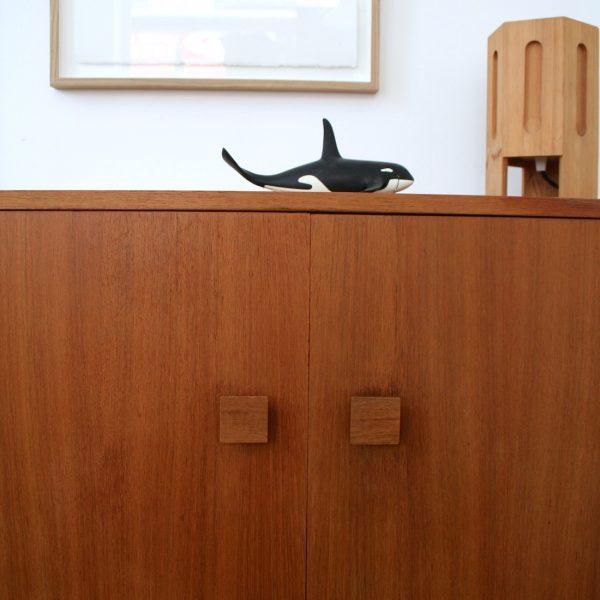 petite armoire perch e la maison bruxelloise. Black Bedroom Furniture Sets. Home Design Ideas