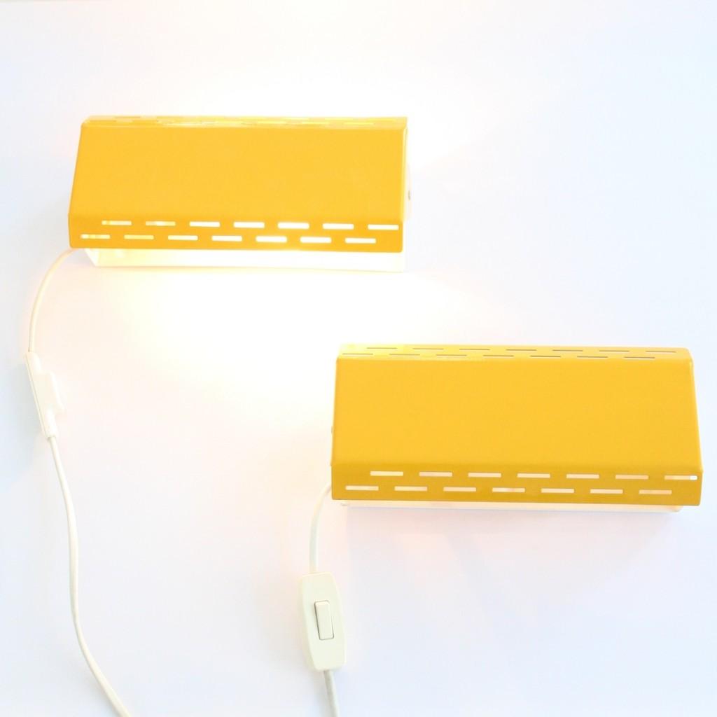 Paire d'appliques jaunes