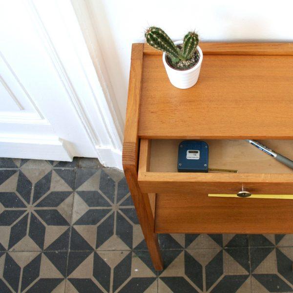 table de nuit ann es 50 la maison bruxelloise. Black Bedroom Furniture Sets. Home Design Ideas