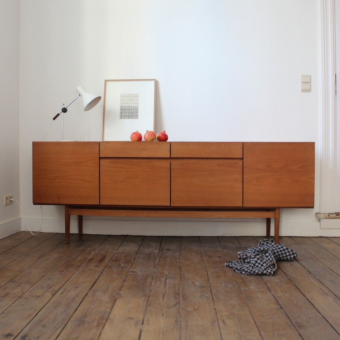 grande enfilade en teck la maison bruxelloise. Black Bedroom Furniture Sets. Home Design Ideas