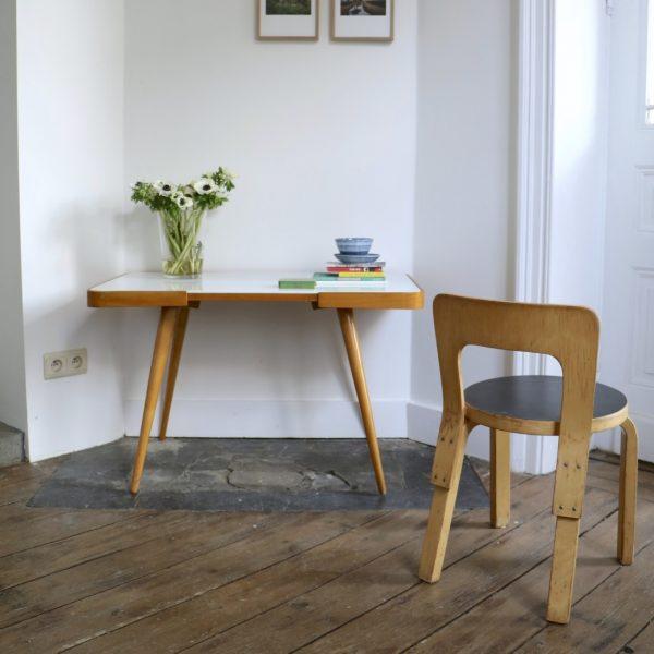 table d appoint pieds compas blanche la maison bruxelloise. Black Bedroom Furniture Sets. Home Design Ideas