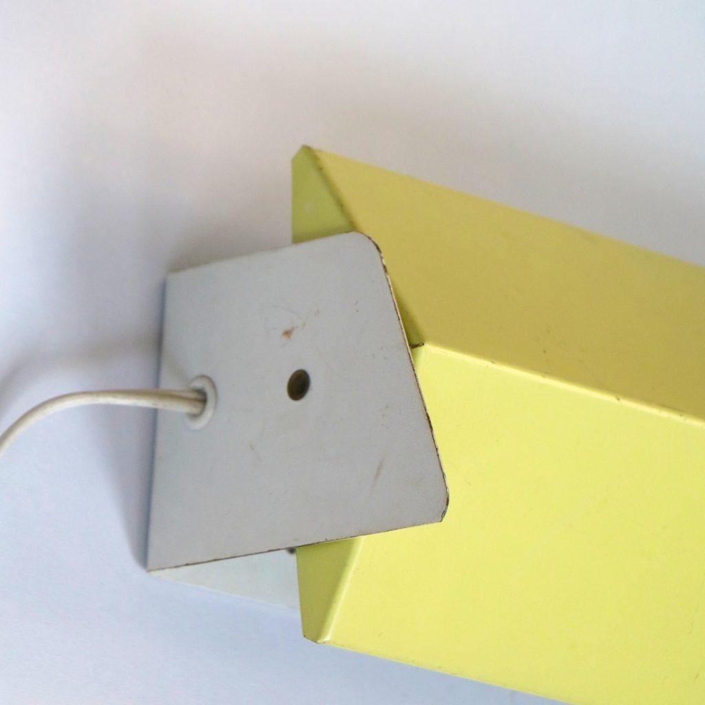 Applique moderniste jaune