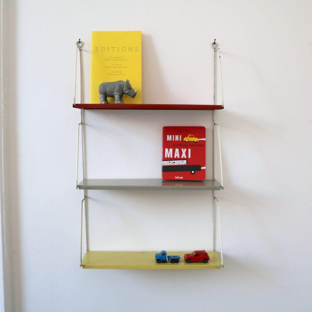 Petite étagère en métal
