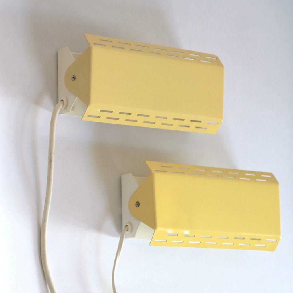 Paire d'appliques jaunes clair