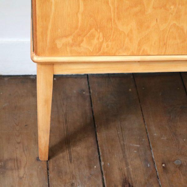 petite enfilade en bois blond la maison bruxelloise. Black Bedroom Furniture Sets. Home Design Ideas