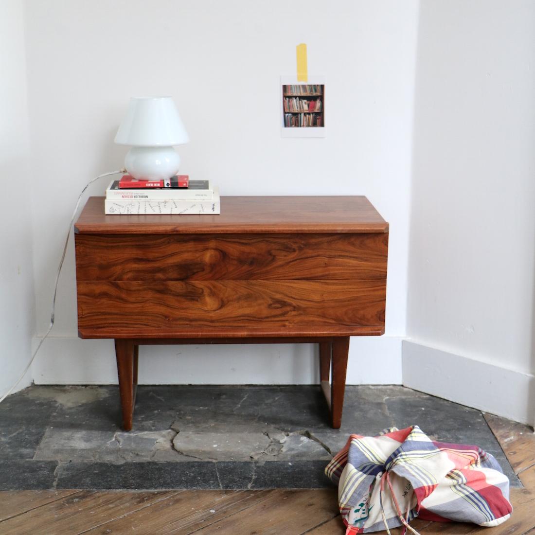 Meuble bas en palissandre la maison bruxelloise for Meuble 5 etoiles catalogue 2016