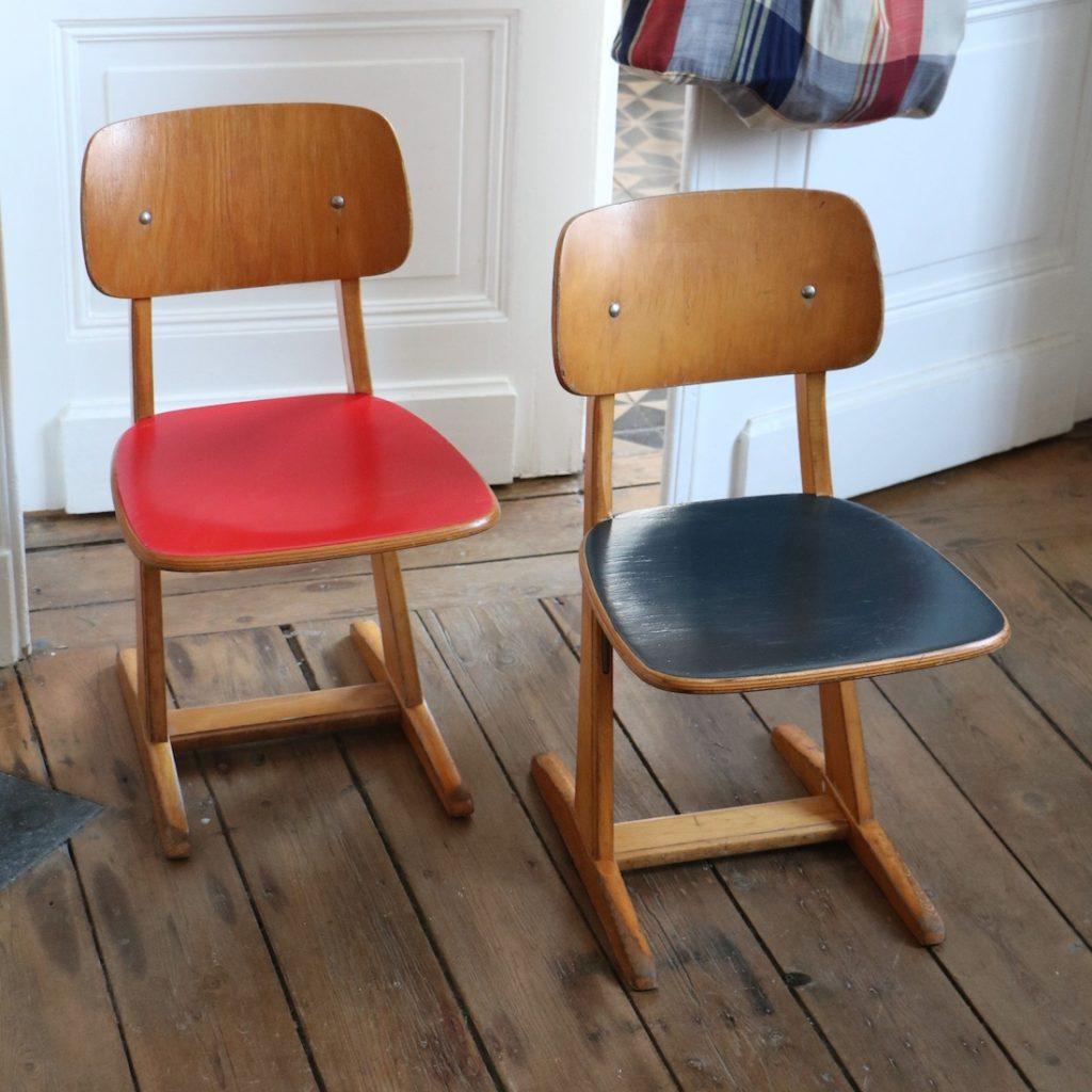 Paire de chaises Casala rouge et bleue
