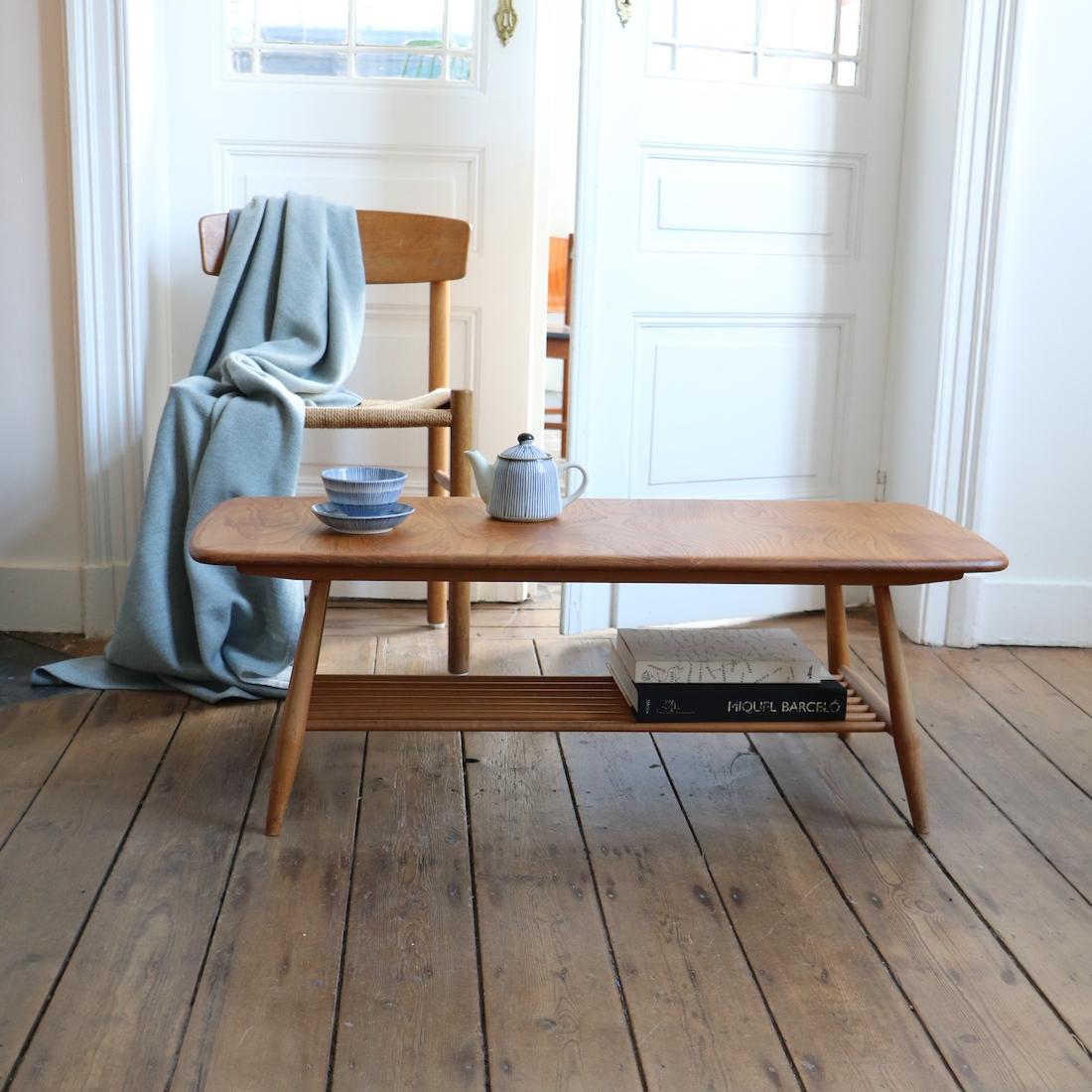 table basse ercol en orme massif la maison bruxelloise. Black Bedroom Furniture Sets. Home Design Ideas