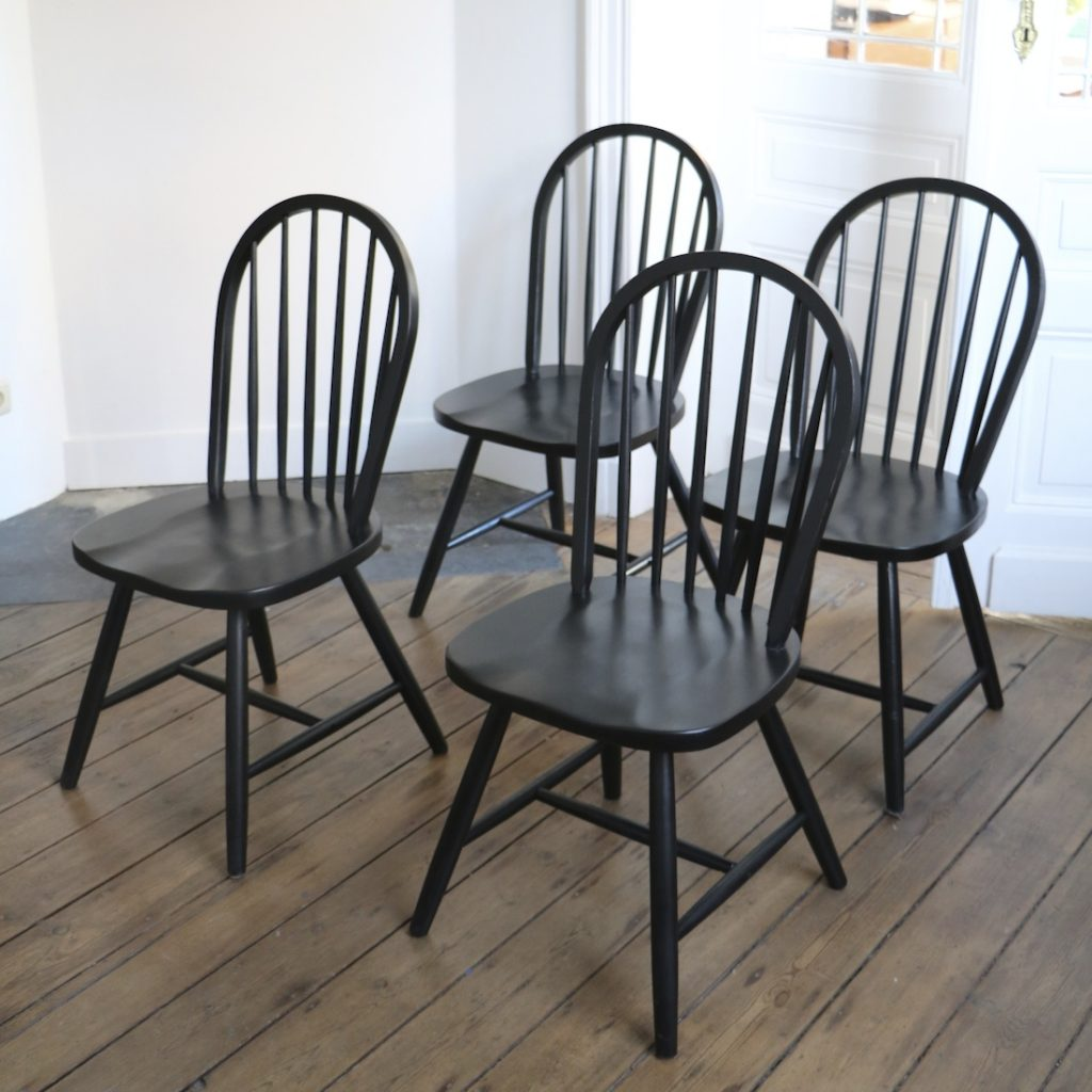 Série de 4 chaises à barreaux noires