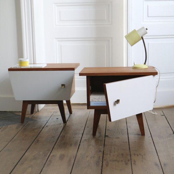 paire de tables de nuit grise et blanche la maison bruxelloise. Black Bedroom Furniture Sets. Home Design Ideas