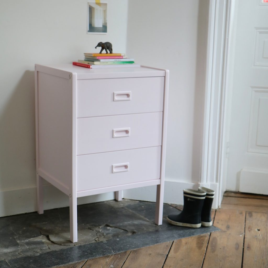 Petite commode rose
