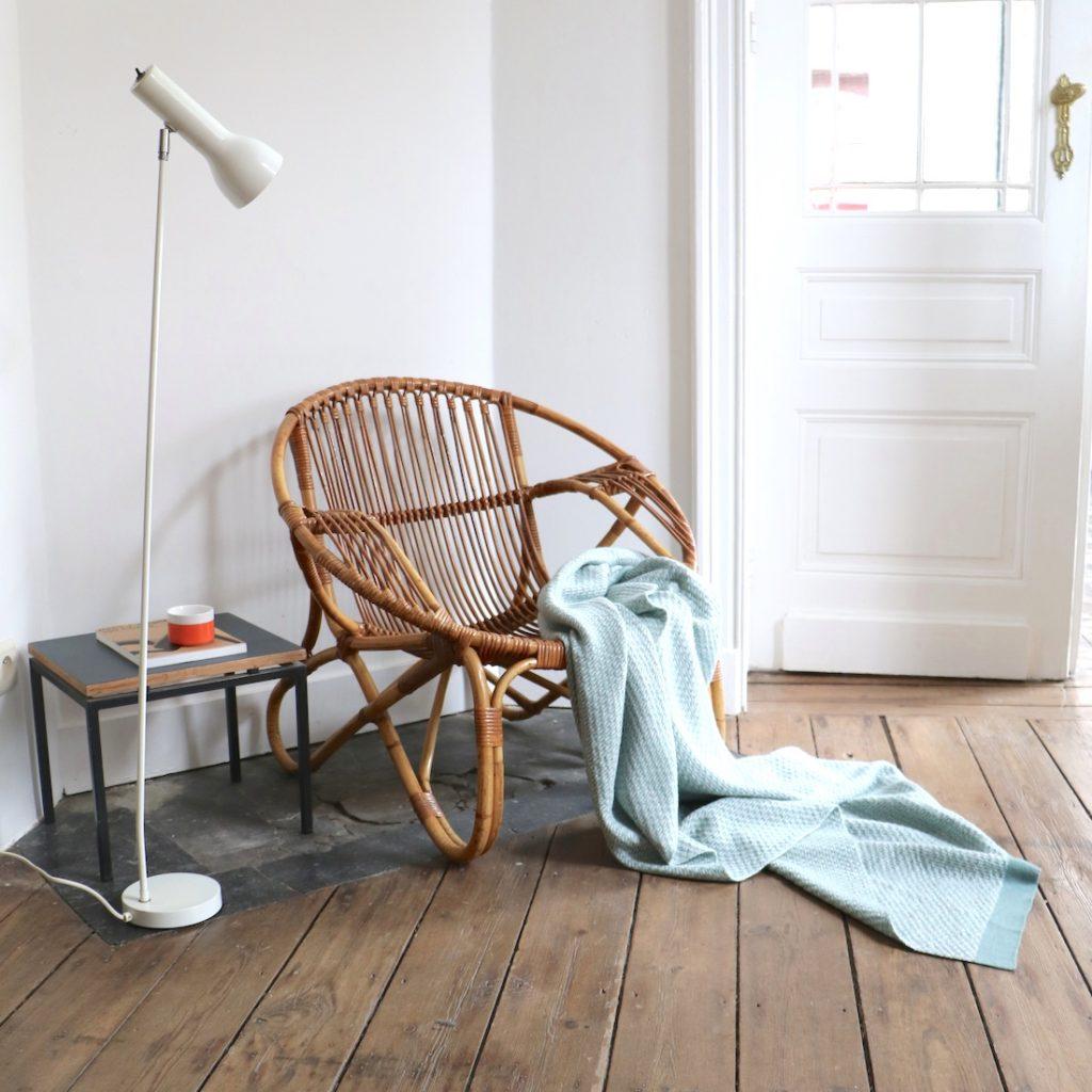 La maison bruxelloise mobilier vintage et petites ditions - Fauteuil boule rotin ...