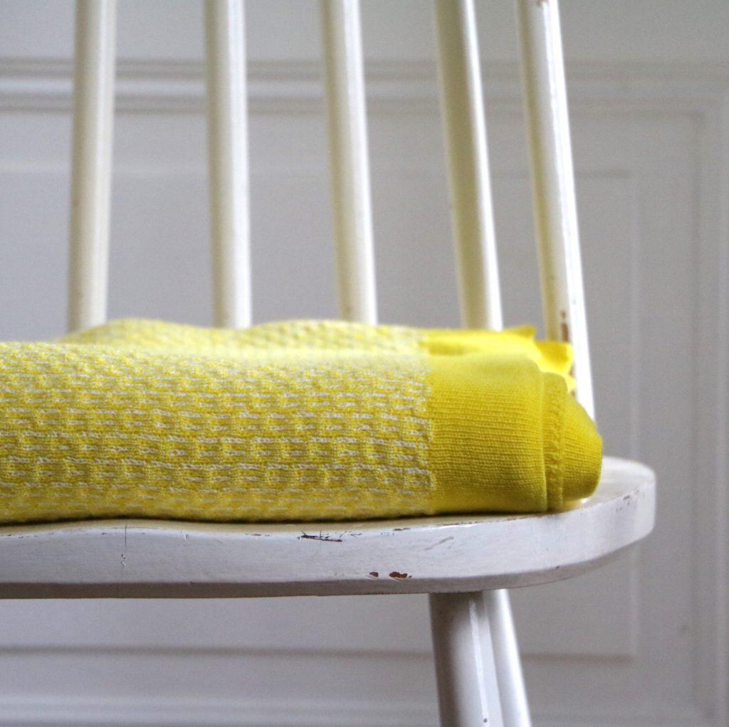 Plaid petits motifs jaune