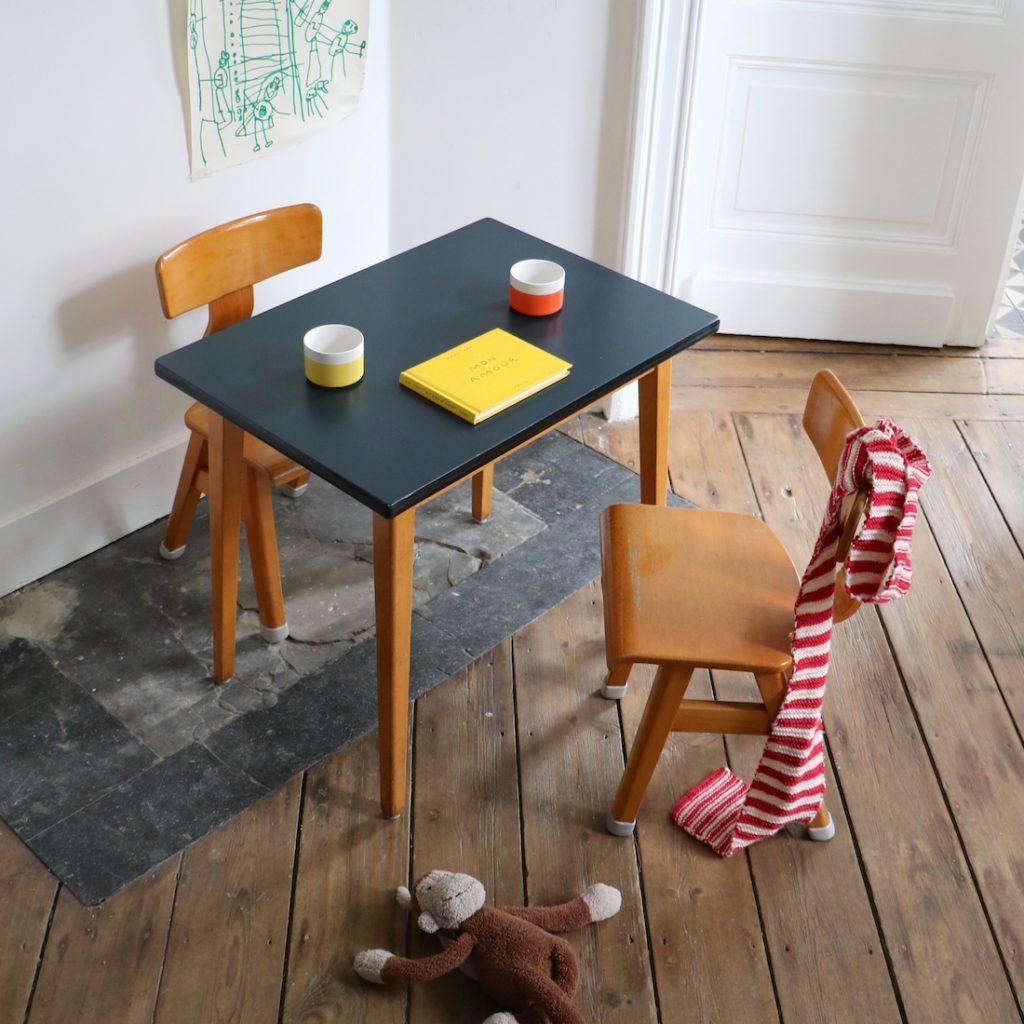 Table et 2 chaises maternelles