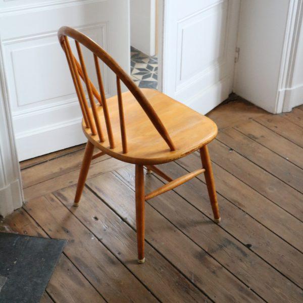 S rie de 4 chaises barreaux la maison bruxelloise for Barreaux de chaise
