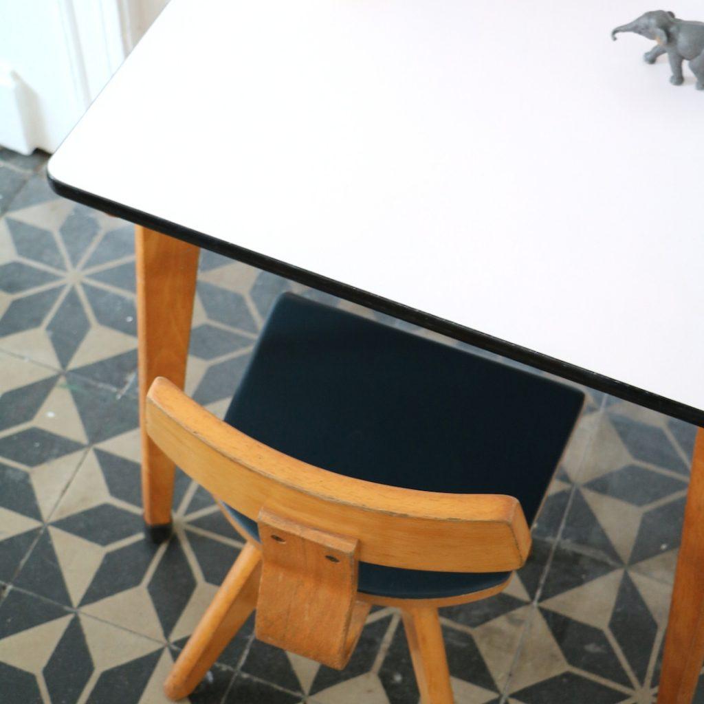 Table et chaise maternelle rose poudre
