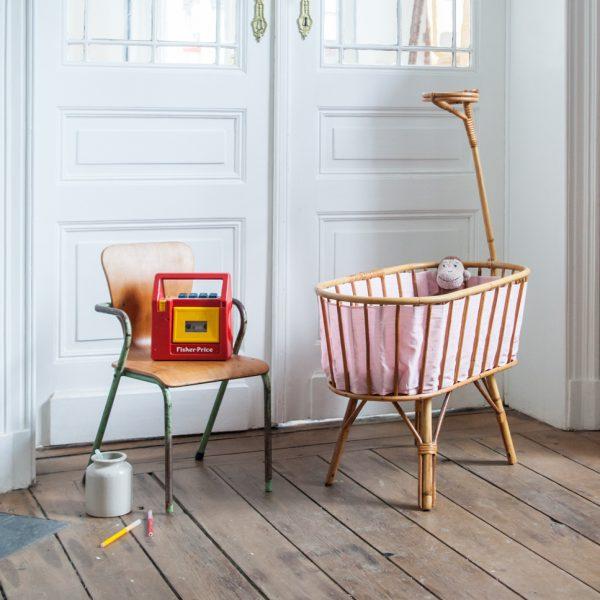 berceau de poup e en rotin la maison bruxelloise. Black Bedroom Furniture Sets. Home Design Ideas