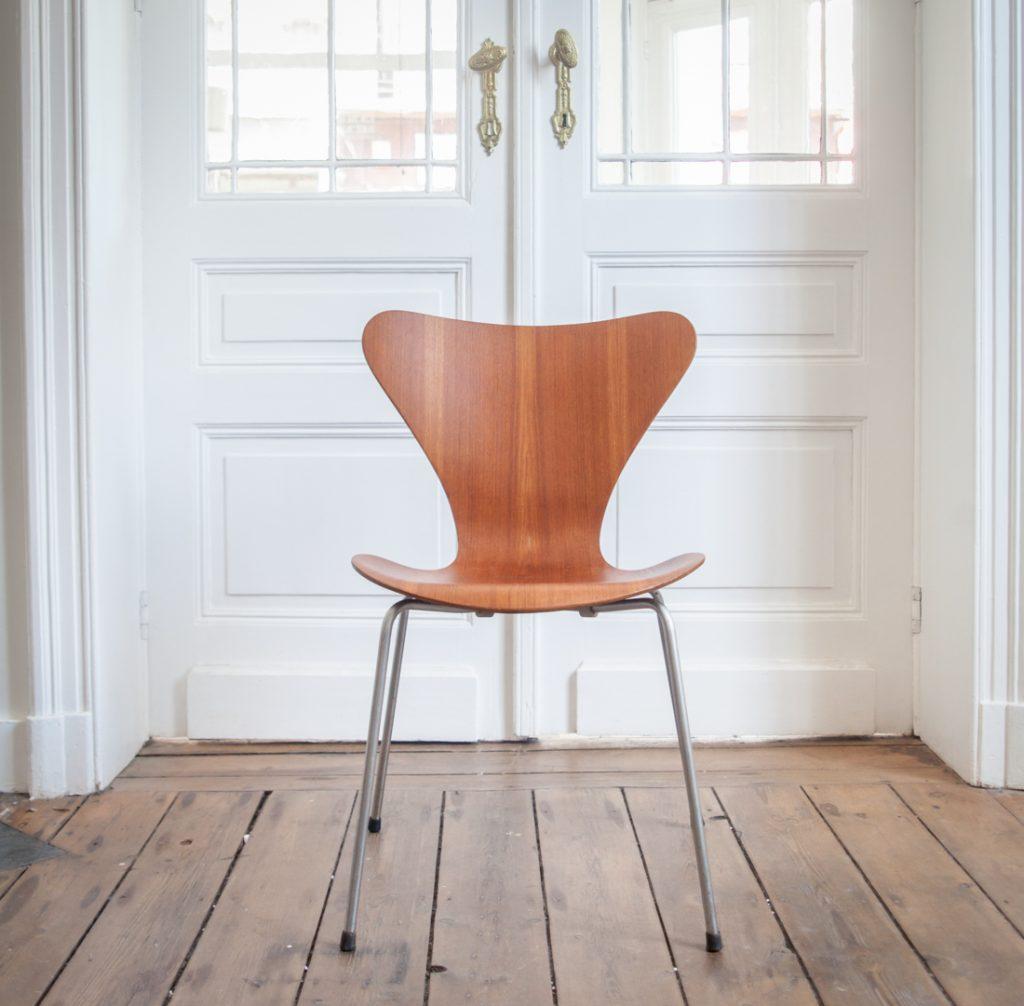 Série de 4 chaises Jacobsen Série 7