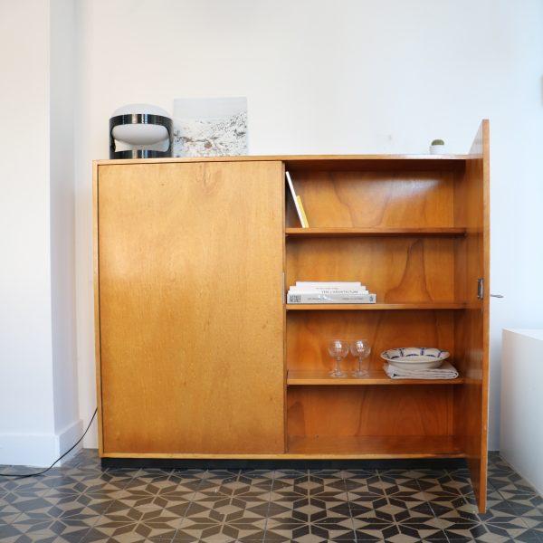meuble bicolore la maison bruxelloise. Black Bedroom Furniture Sets. Home Design Ideas
