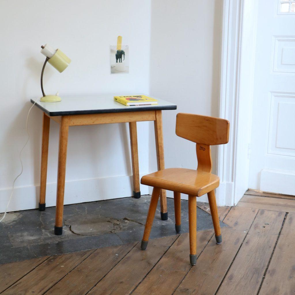 Table et chaise maternelle grise