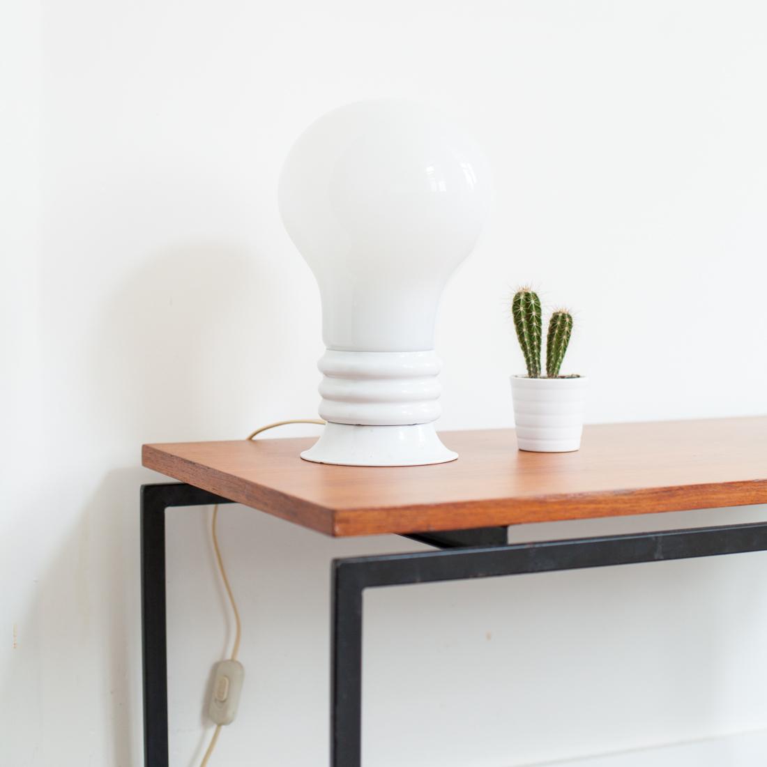 lampe ampoule la maison bruxelloise. Black Bedroom Furniture Sets. Home Design Ideas