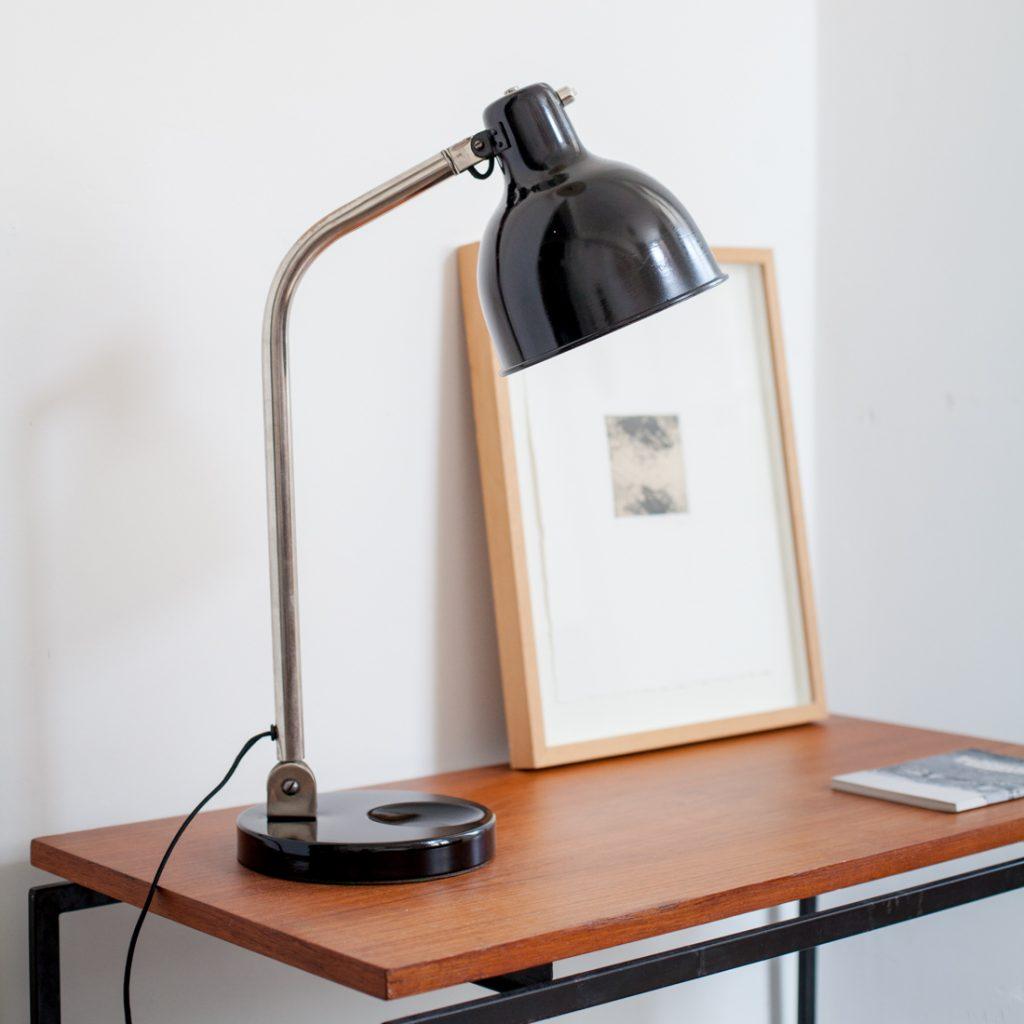 Lampe de bureau noire orientable