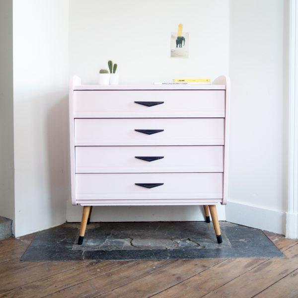 commode rose tendre la maison bruxelloise. Black Bedroom Furniture Sets. Home Design Ideas