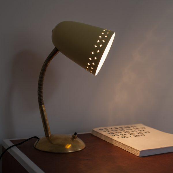 lampe d appoint toiles la maison bruxelloise. Black Bedroom Furniture Sets. Home Design Ideas