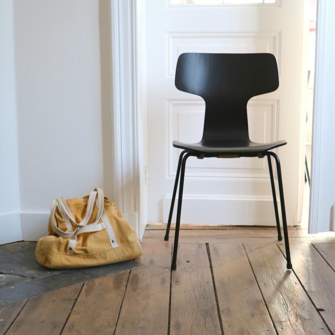 chaise jacobsen hammer la maison bruxelloise. Black Bedroom Furniture Sets. Home Design Ideas