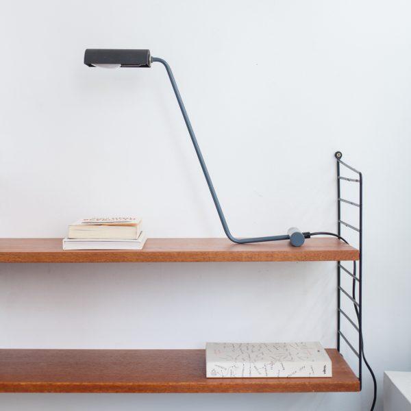 Lampe a poser anthracite 120 00 une lampe a poser tout en finesse plus - Maison du monde lampe de chevet ...