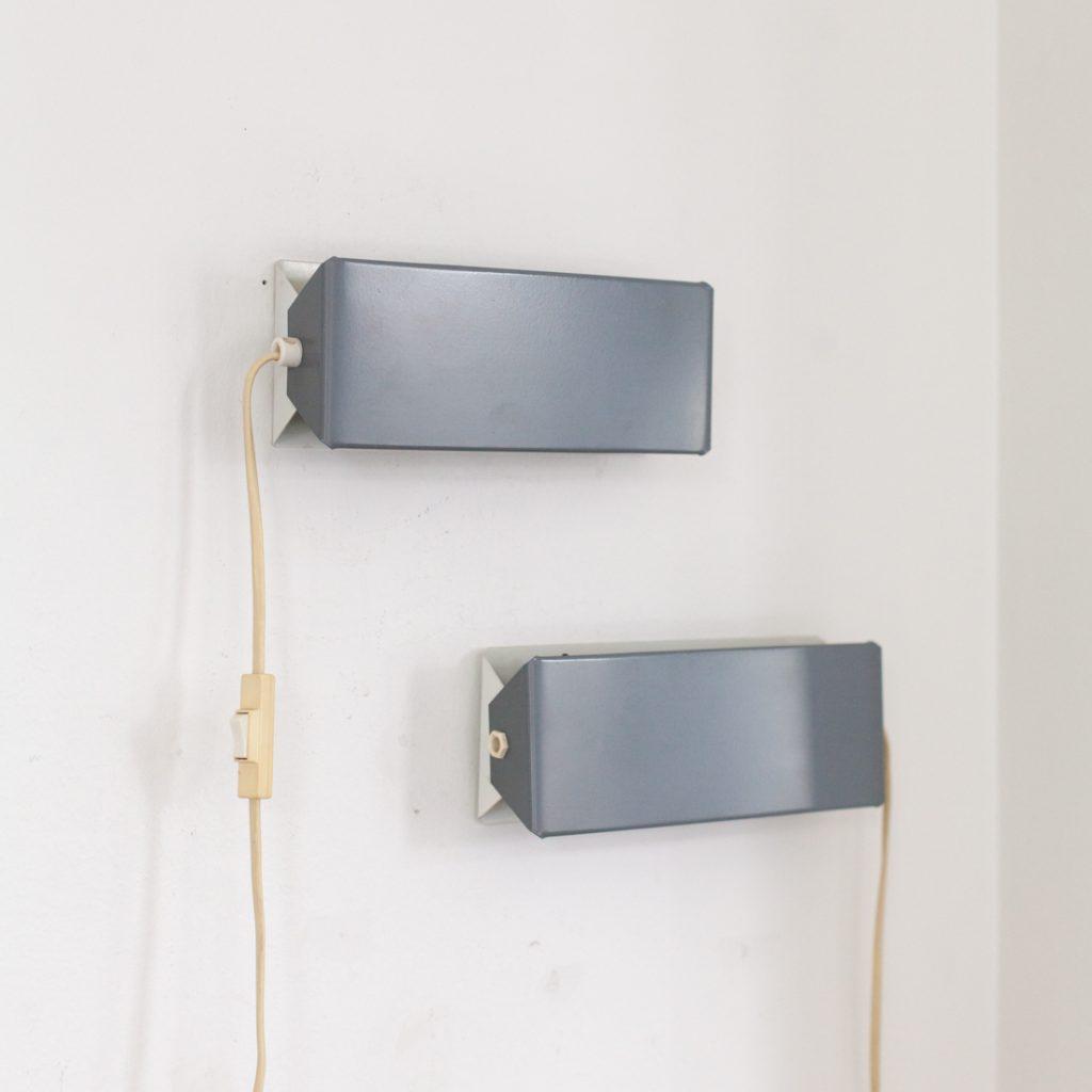 Paire d'appliques modernistes grises