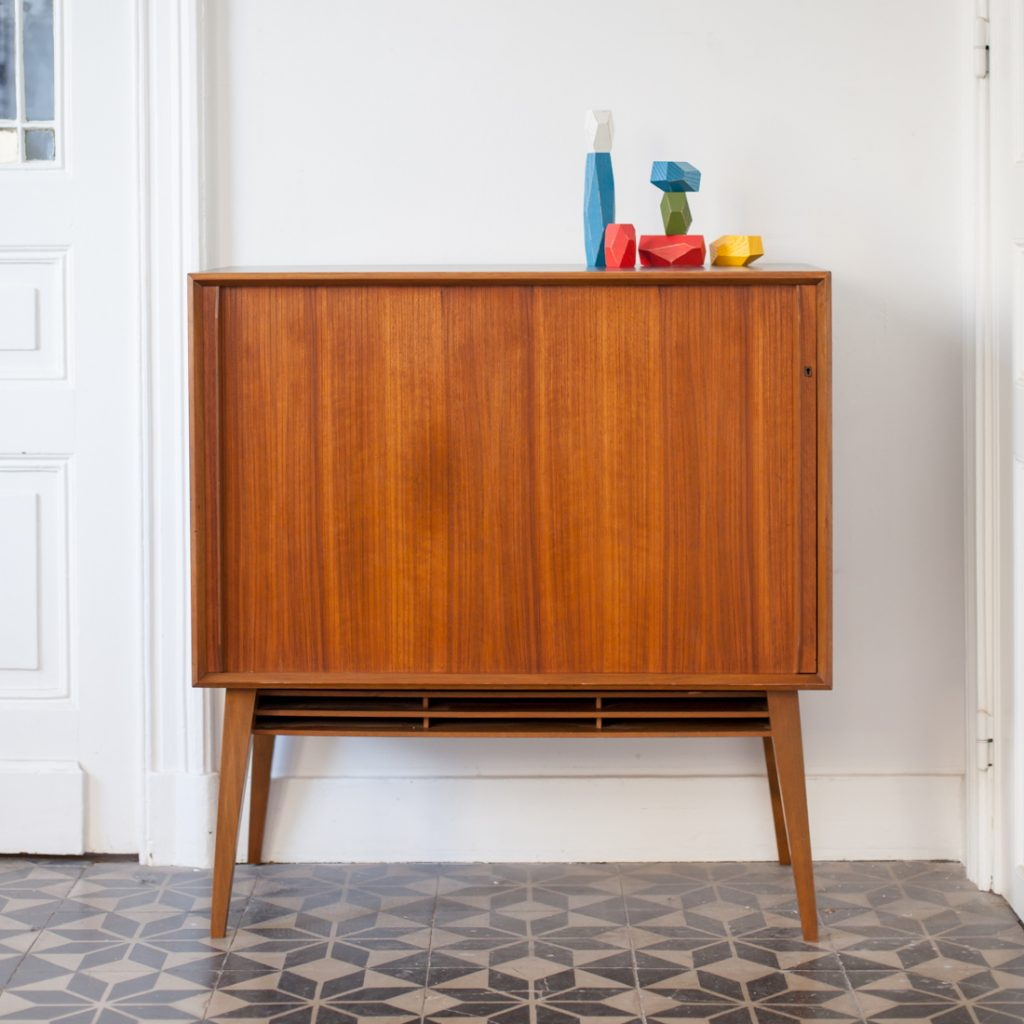Commode porte coulissante