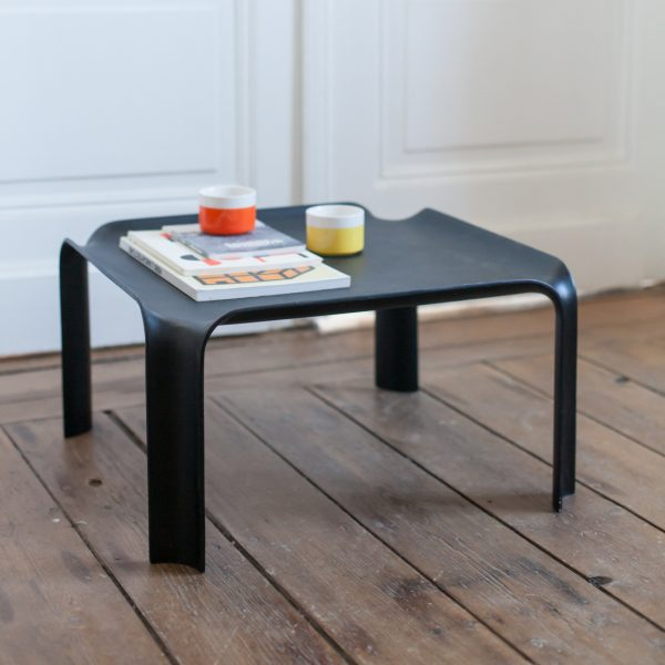 table d appoint pierre paulin la maison bruxelloise. Black Bedroom Furniture Sets. Home Design Ideas