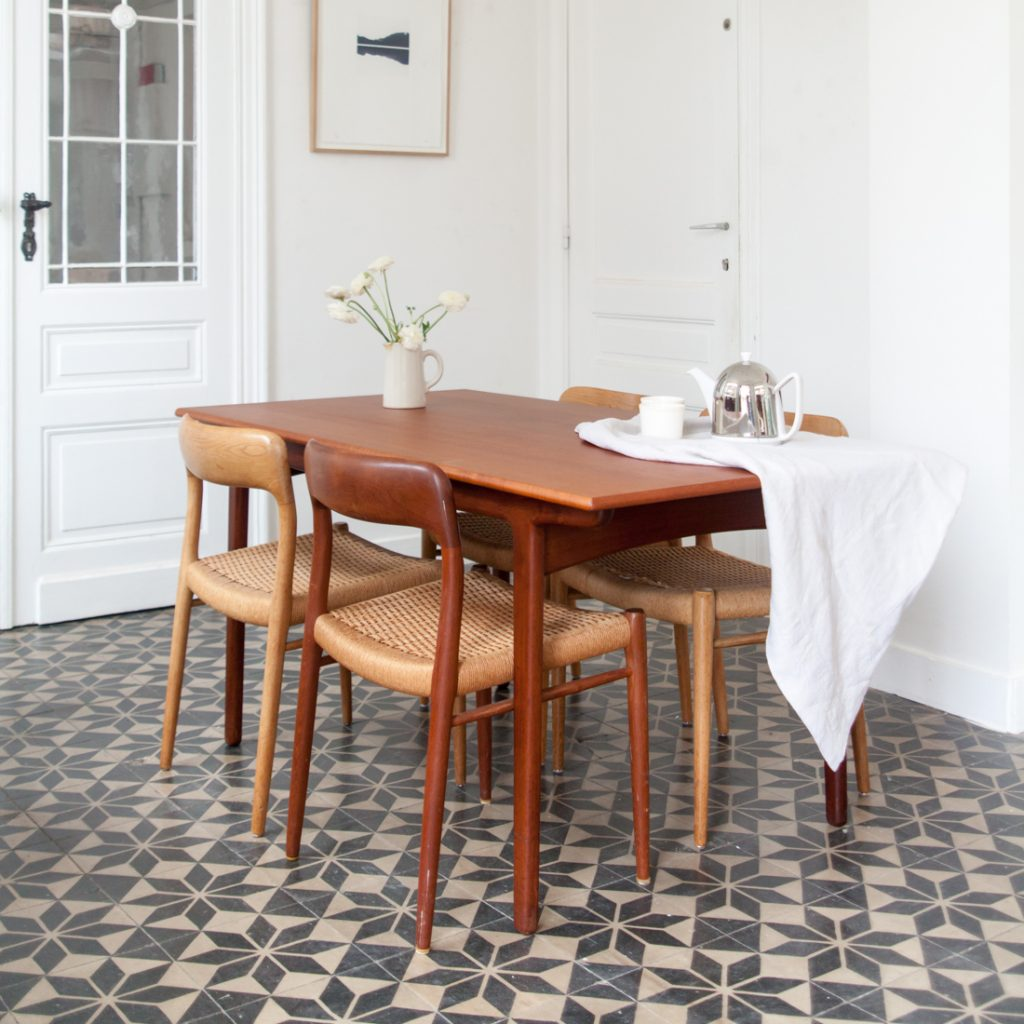 Table scandinave en teck