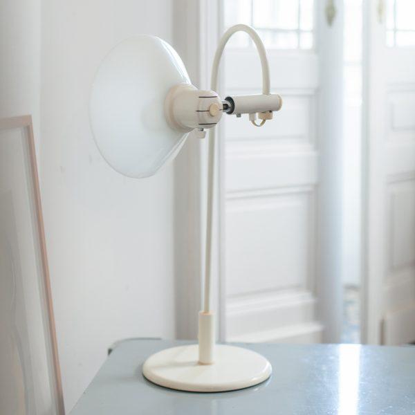 lampe col de cygne opaline la maison bruxelloise. Black Bedroom Furniture Sets. Home Design Ideas