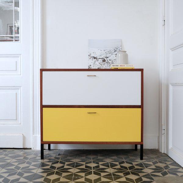 petit meuble bicolore la maison bruxelloise. Black Bedroom Furniture Sets. Home Design Ideas