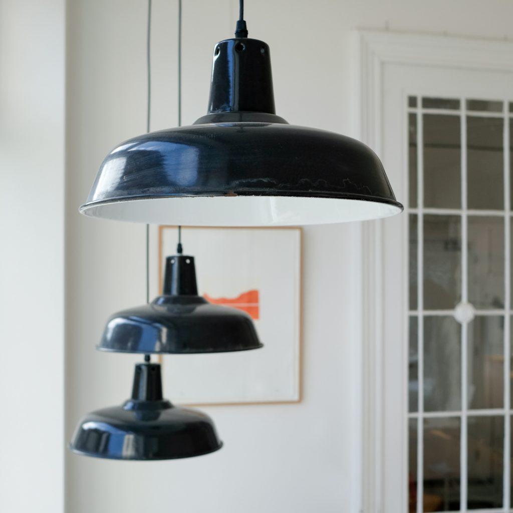 Lampe d'atelier en émail