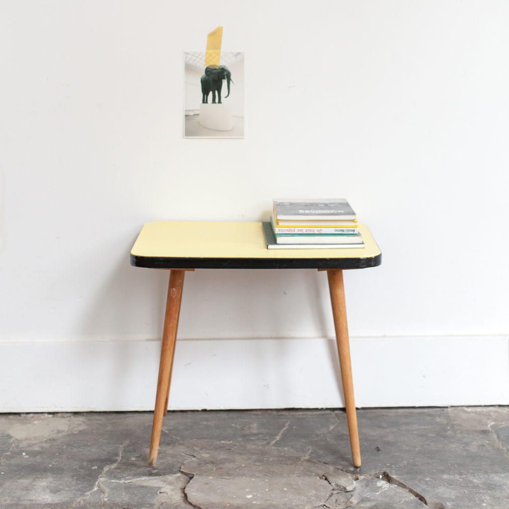 Mini table jaune