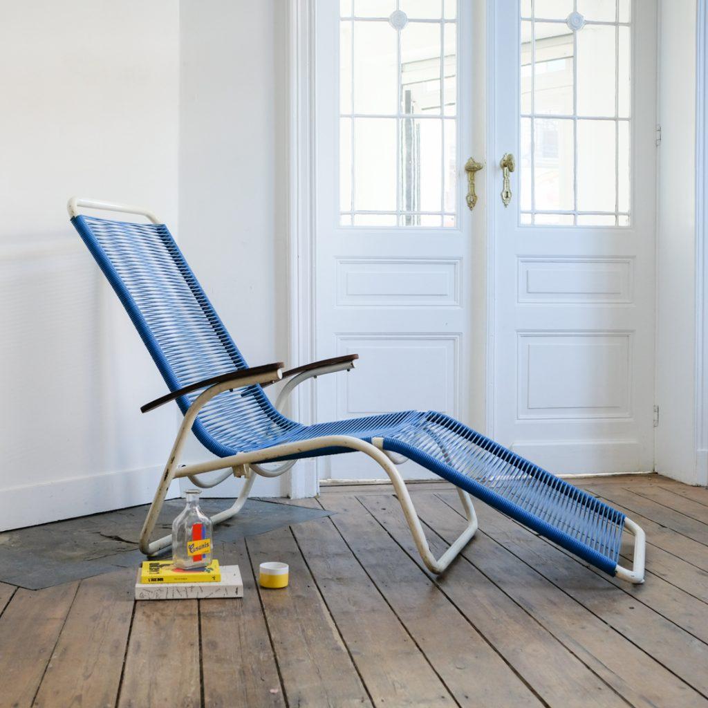 Chaise longue bleue