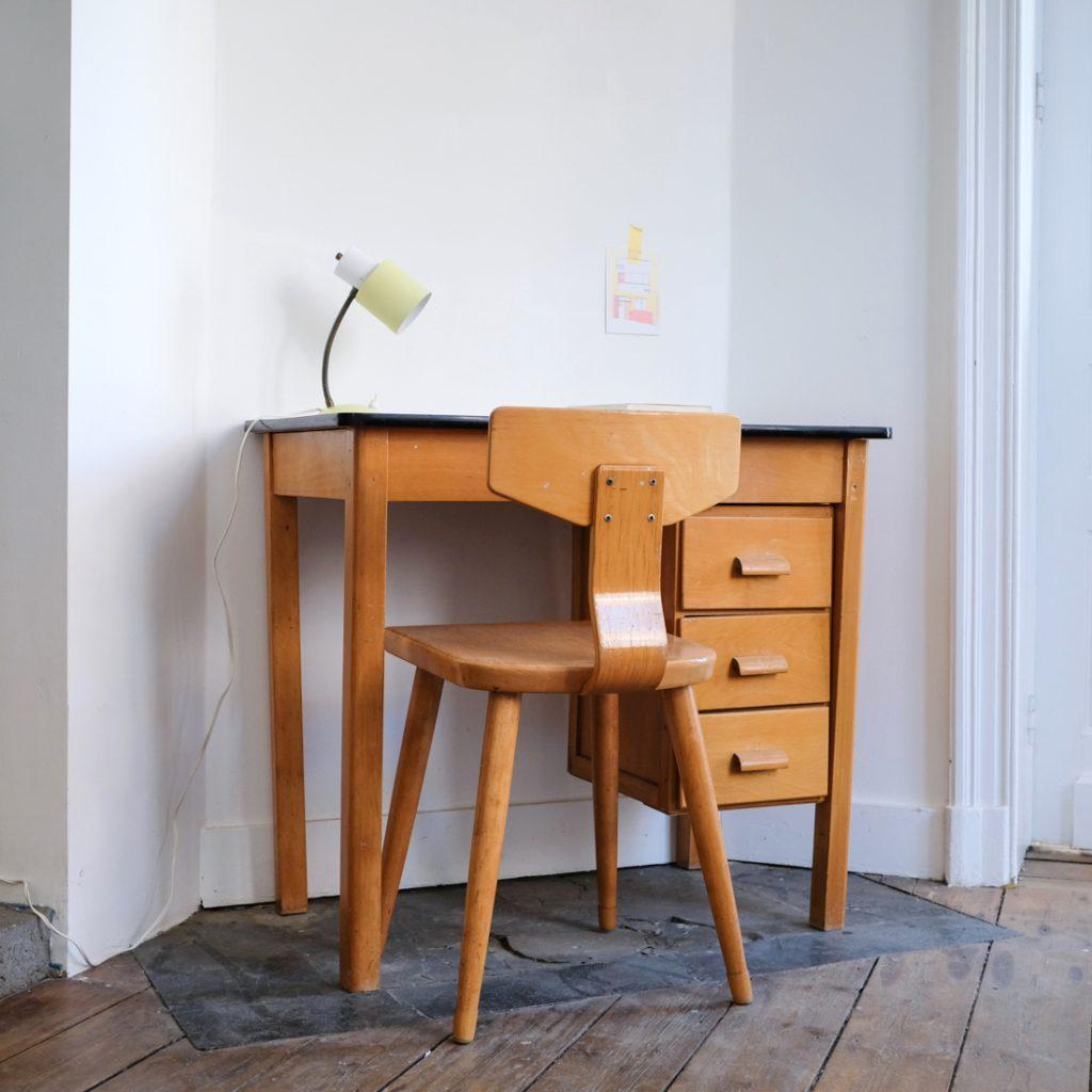 Petit bureau aux tiroirs baladables