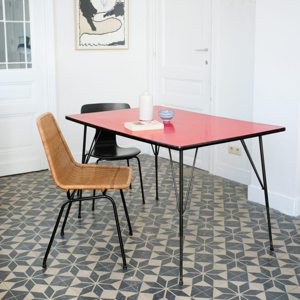 Table rouge en formica
