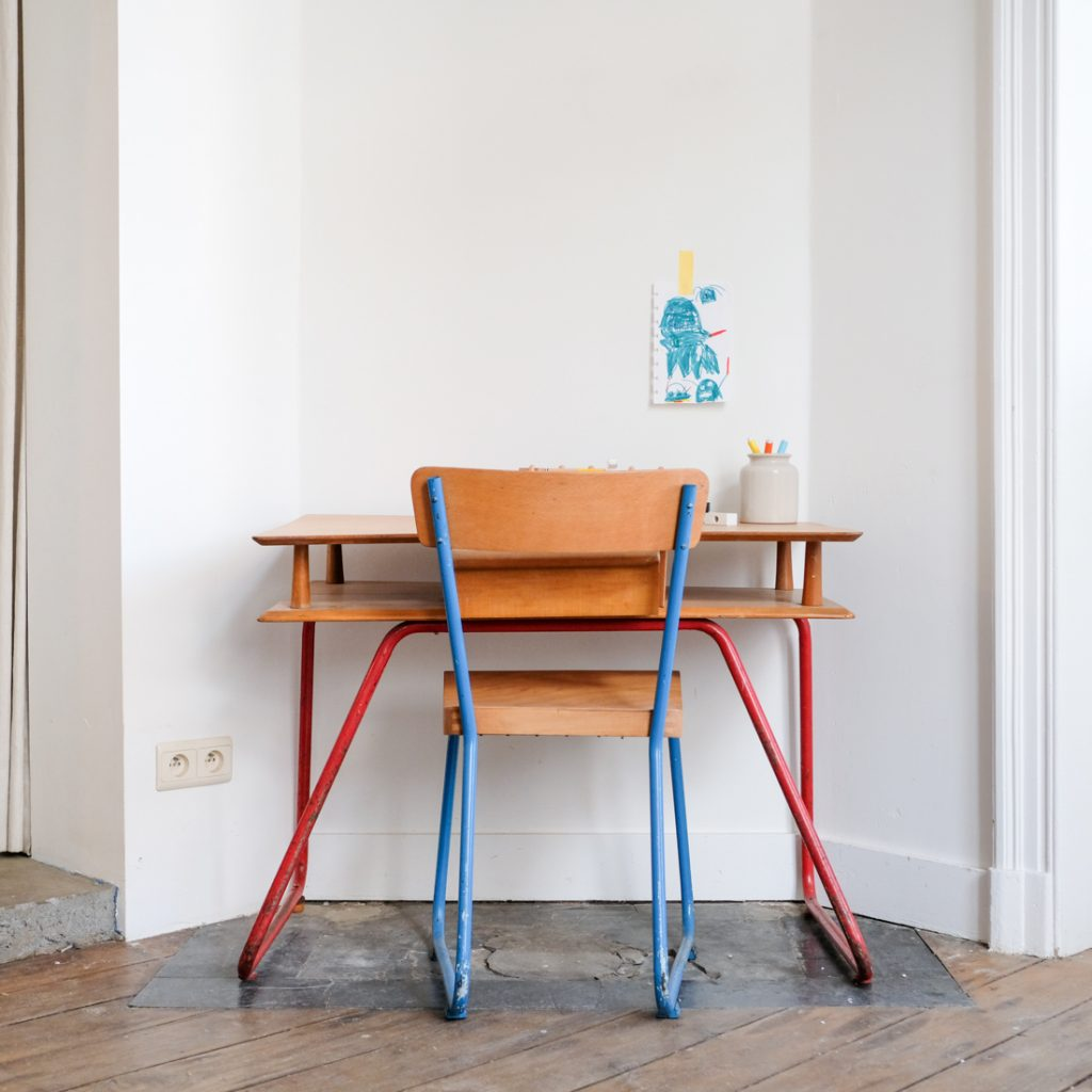 Ensemble bureau et chaise enfant '50