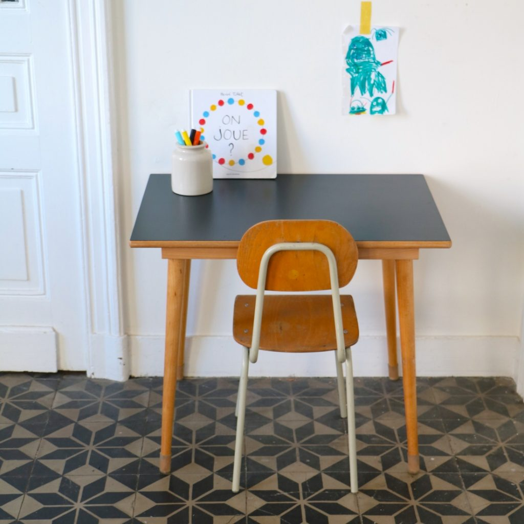 Ensemble table et chaise maternelle