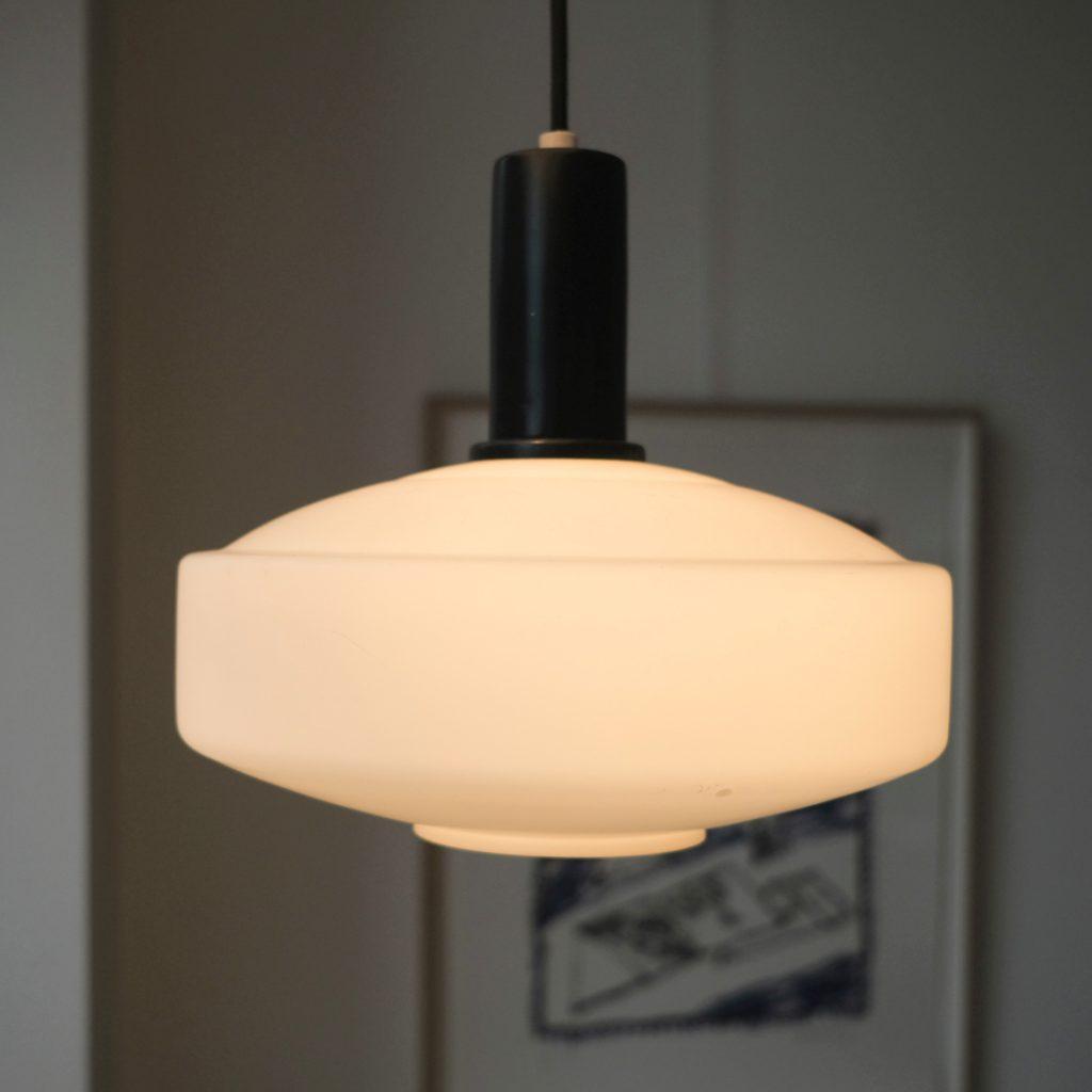 Suspension en opaline lampion