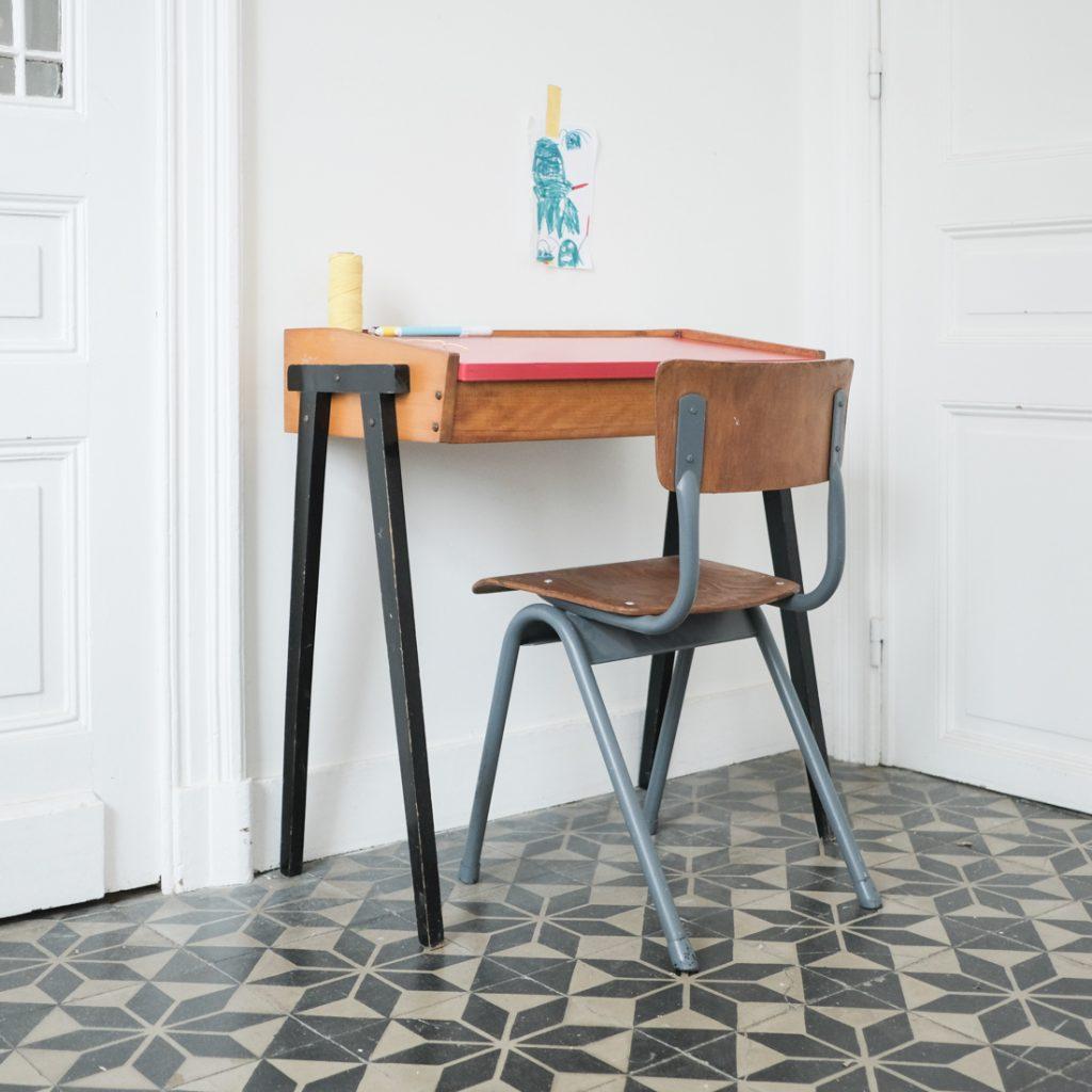 Bureau enfant moderniste et chaise