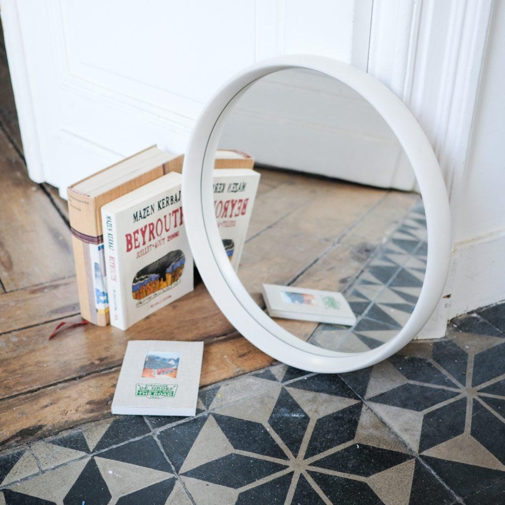 Miroir blanc cerclé