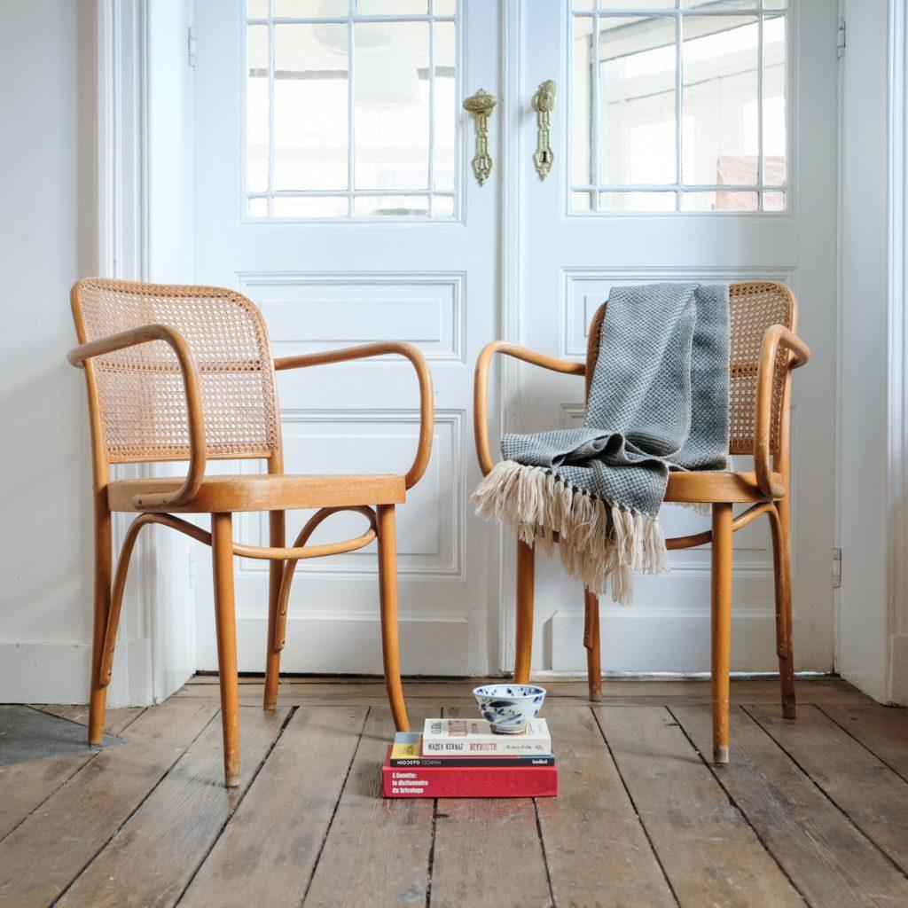 Paire de fauteuils en cannage