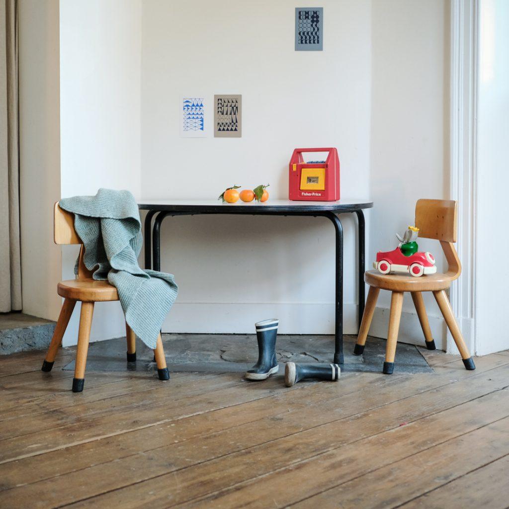 Ensemble table demi-lune grise et chaises